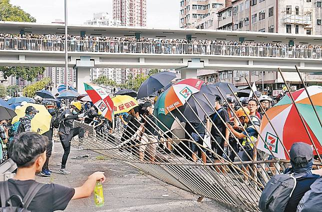 今日屯門及元朗再有示威活動,暗藏發難危機。