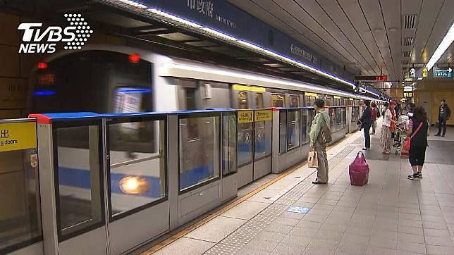 捷運免費上網造福許多民眾。示意圖/TVBS