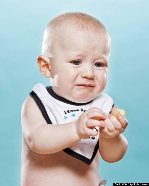 Iya iya besok dedek gak makan lemon lagi deh