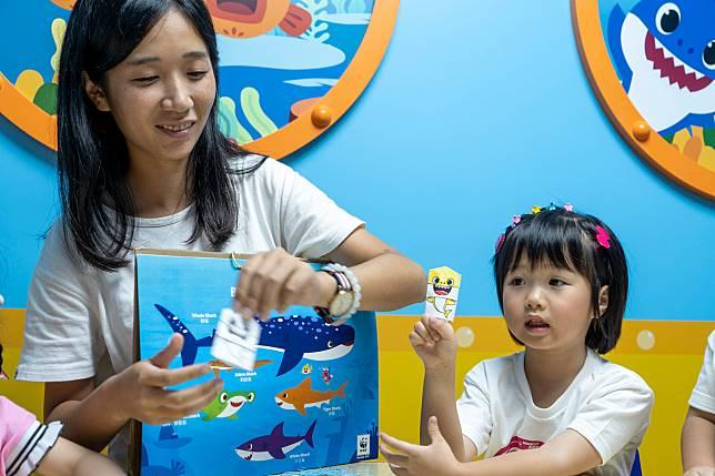 小朋友可以製作獨一無二的Baby Shark手指工仔。