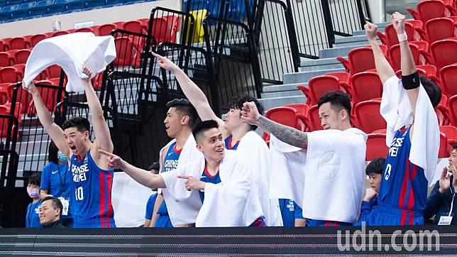 亞洲盃男籃資格賽由中華男籃出戰馬來西亞,因受新冠肺炎(COVID-19)疫情影響決定「閉門開打」,終場中華隊以152:48擊敗馬來西亞。記者季相儒/攝影