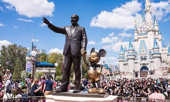 夢幻迪士尼連房都租不起的員工對比領20億的CEO,勞勃·艾格憑什麼領這麼高的薪資?