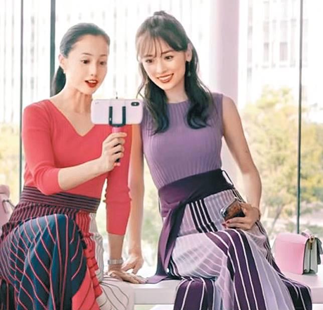 澤尻(左)與泉里香合拍的廣告被抽起。