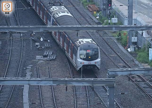 東鐵線列車恢復駛入紅磡站其中一個月台。(梁國雄攝)