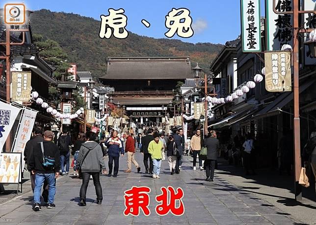 穿過高約20米、並被指定為國家級重要文化財的山門,便可看到善光寺的本堂。(資料圖片)