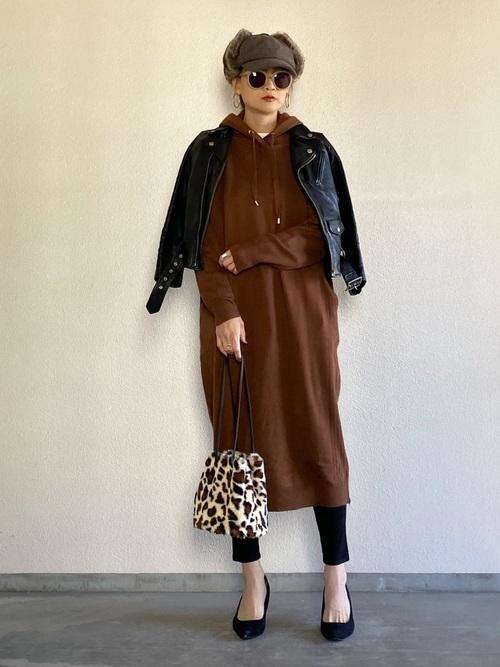 BARNYARDSTORM 連帽針織連身裙:外搭黑色騎士夾克
