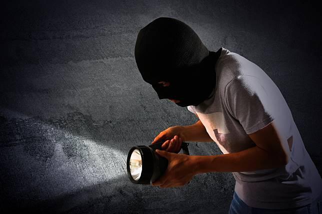 ▲中國大陸一名保全監守自盜,因為貪吃在犯案現場留下鐵證。(示意圖/非當事人,取自 Unsplash )