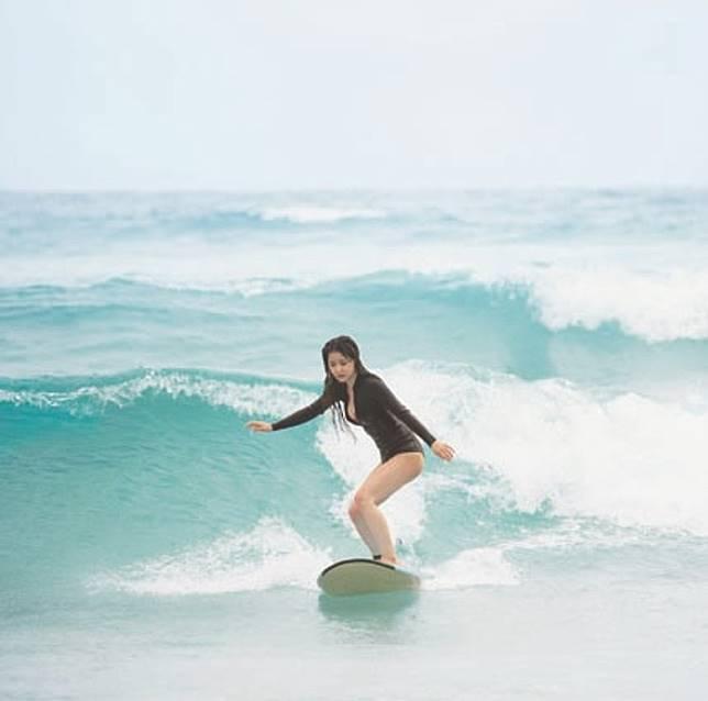 黃金海岸是滑浪勝地,阿妹亦在此大顯身手。(互聯網)