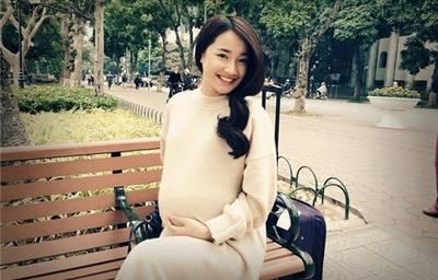 Nhã Phương đã sinh con gái đầu lòng sau 4 tháng cưới Trường Giang?!