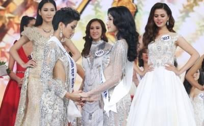 """Từ H'Hen Niê, """"chiêu bài"""" dự đoán giúp Hoàng Thùy làm nên chuyện tại Miss Universe 2019 chính là…"""