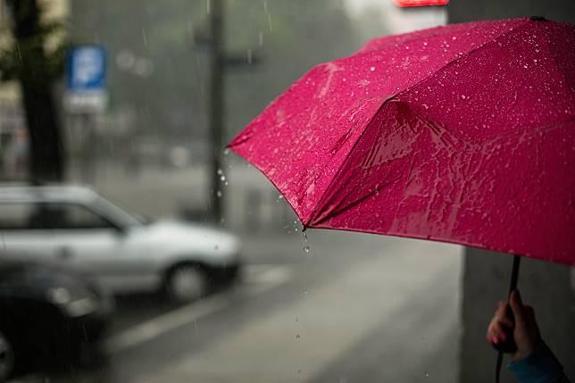 ▲連續下雨數日,造成房內濕度也高了起來。(示意圖/取自 Unsplash )