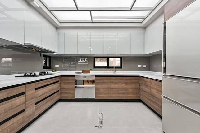 8. 木質ㄇ字型廚房