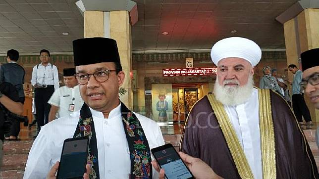 Jakarta Governor Anies Baswedan and Syekh Doctor Adnan Al Afyouni of Damascus, Syria, at the City Hall, Central Jakarta, Friday, January 18, 2019. TEMPO/M Julnis Firmansyah