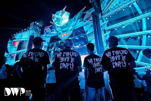 Para penonton DWP 2019 yang mengenakan kaus dengan judul lagu hit Calvin Harris dan Rihanna (Foto: Instagram DWP)