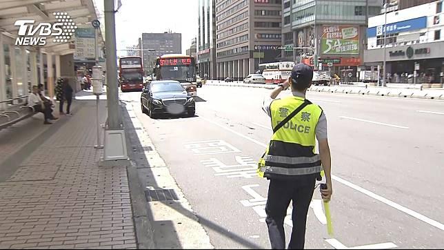 交通警察執行勤務時,常會面臨許多的危險。(示意圖/TVBS)