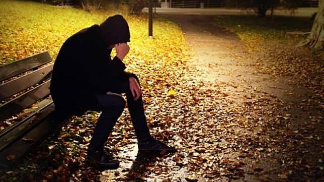 Ilustrasi orang yang sedang sedih (Shutterstock).