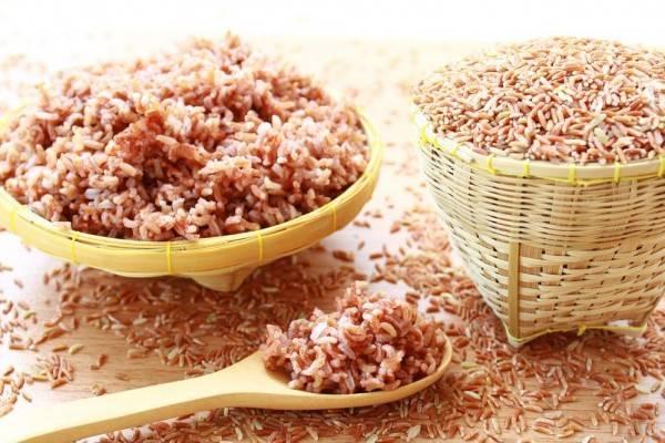 8 Tips Memasak Nasi Merah Agar Pulen dan Empuk