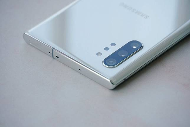 Samsung Galaxy S11 batal gunakan layar waterfall?