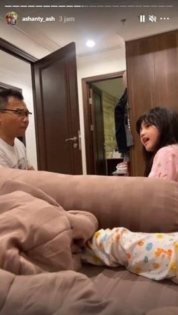 Arsy larang Anang hisap vape (Instagram.com)