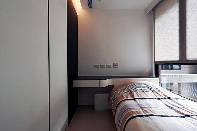 臥室設計實例三:體貼的床頭平台設計