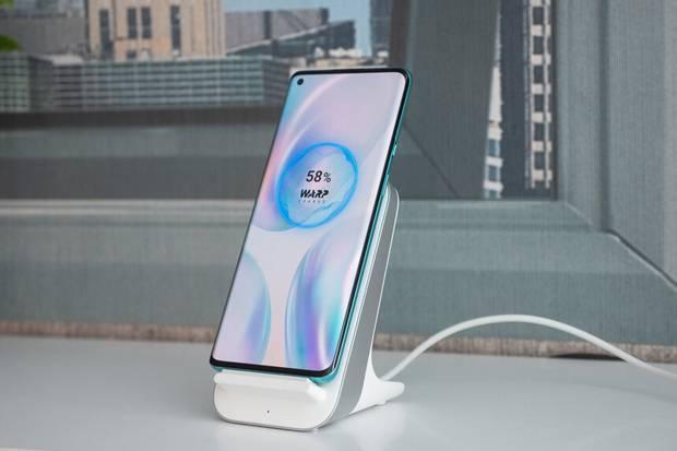 Jajaran Smartphone dengan Pengisian Baterai Nirkabel Tercepat