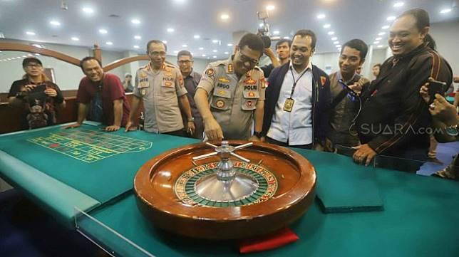 Polisi Bongkar Tempat Judi Ala Casino Di Apartemen Robinson Suara Com Line Today