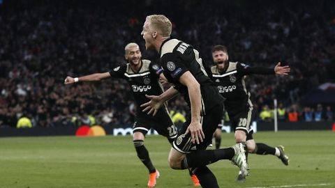 Ajax Kalahkan Tottenham