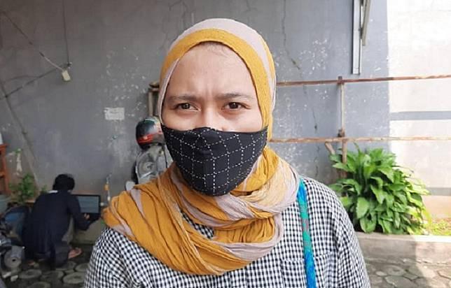 Suci Fitri Rohmah, 24 kekasih mendiang Yodi Prabowo, di TPU wakaf Sandratex, Sabtu 11 Juli 2020
