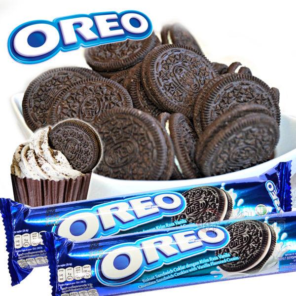 巧克力的餅乾夾著白色的香草夾心,n沾沾牛奶或搗碎混入牛奶中都相當美味喔!!