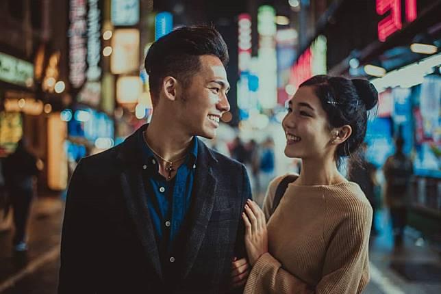 Skinship Atau Sentuhan Fisik dengan Pasangan Bisa Bikin Hubungan Lebih Awet