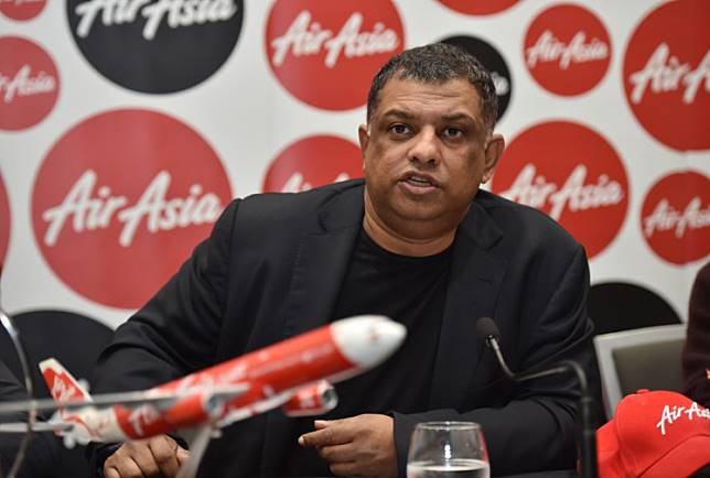 AirAsia Group CEO, Tony Fernandes speaks at a press conference in Sydney on March 12, 2015. Fernandes said he was not giving up on finding bodies from one of the airline's jets that crashed in the Java Sea on December 28, 2014 but flagged the hunt will draw to a close within weeks.