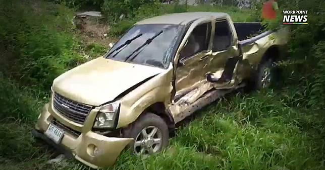 สาวใหญ่ขับรถพาญาติไปงานศพ ถูกกระบะชนตกคลองดับ 2 ราย