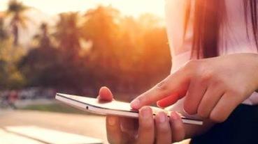 2020智慧型手機推薦:HTC U11、小米9、ASUS ZenFone 5Z 、OPPO R17、Sony Xperia XZ3、iPhone 11 pro