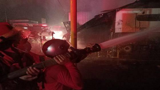 Dua Kali Terdengar Ledakan, Bengkel Motor Ludes Terbakar