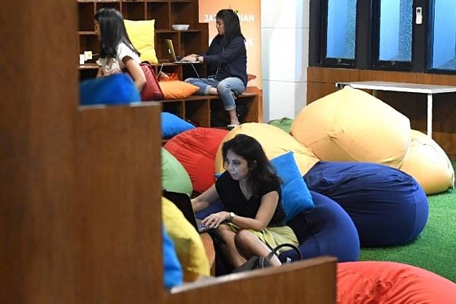 Entrepreneurs work digitally at the EV-Hive co-working space on Sept. 12, 2017 in Jakarta. A recent study has projected that Indonesia's digital economy will double in value by 2024.