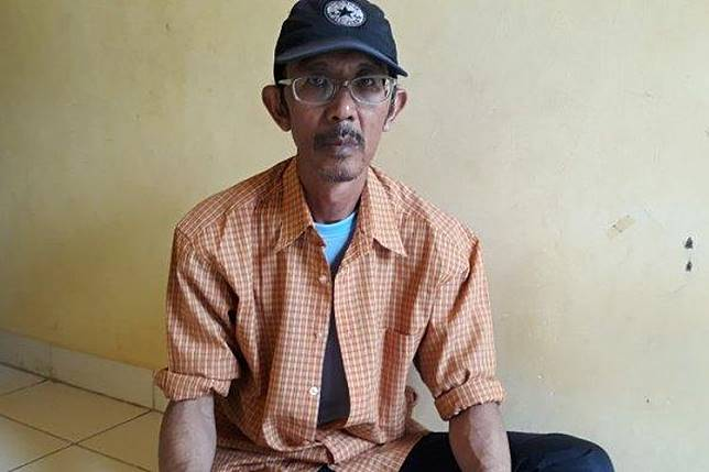Agustinus Hendar Wilantoro (54), pengemudi ojek online yang kehilangan sepeda motornya di Kalibata City viral di media sosial. Kisah Hendar bahkan mengetuk hati selebgram, Awkarin.(TRIBUNJAKARTA.com/SATRIO SARWO TRENGGINAS)