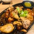 地鶏焼き中 - 実際訪問したユーザーが直接撮影して投稿した新宿居酒屋和食 個室居酒屋 美味か 新宿南口店の写真のメニュー情報