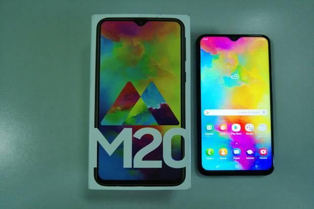 Unboxing Samsung Galaxy M20, Konsumen di Indonesia Dapat Kejutan