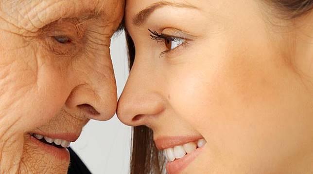 8 Tips Mencegah Munculnya Tanda-Tanda Penuaan