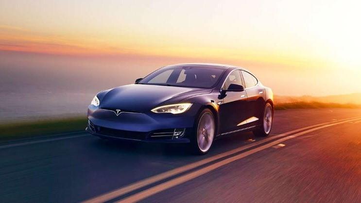 2020 Tesla 推「無人計程車」機器人幫你上路載客!