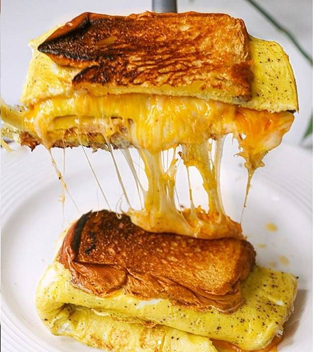 爆芝蛋治,餡料勁豐富,拉絲的視覺效果一流。(互聯網)
