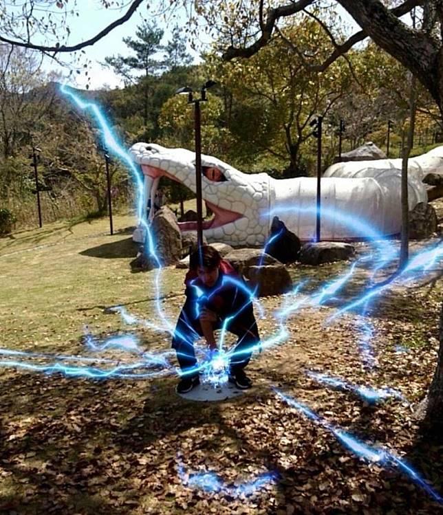 入場者更可利用AR技術,在現場展現忍術驚天動天的威力。(互聯網)