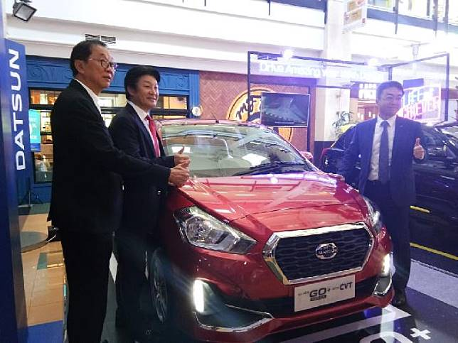 Presiden Direktur PT Nissan Motor Indonesia, Isao Sekiguchi didampingi Head of Datsun Indonesia, Masato Nakamura saat meluncurkan Datsun Go CVT di Makassar, Kamis 21 Maret 2019/Didit Hariyadi