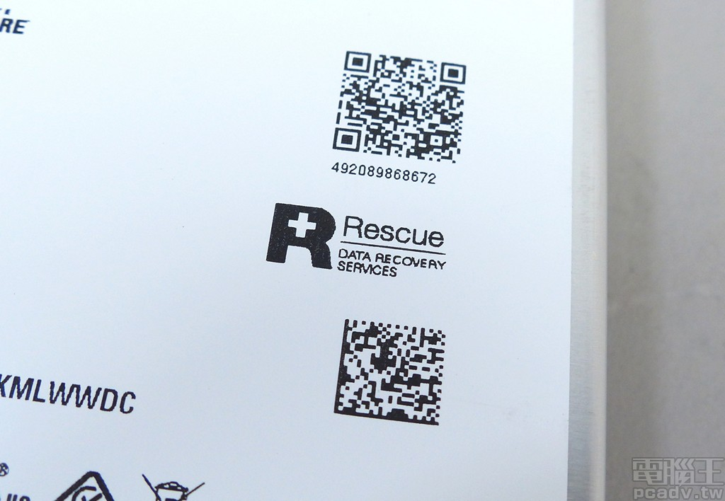 ▲ IronWolf Pro 版本具備額外 2 年資料救援服務,因此多出 Seagate Rescue Data Recovery 標誌。