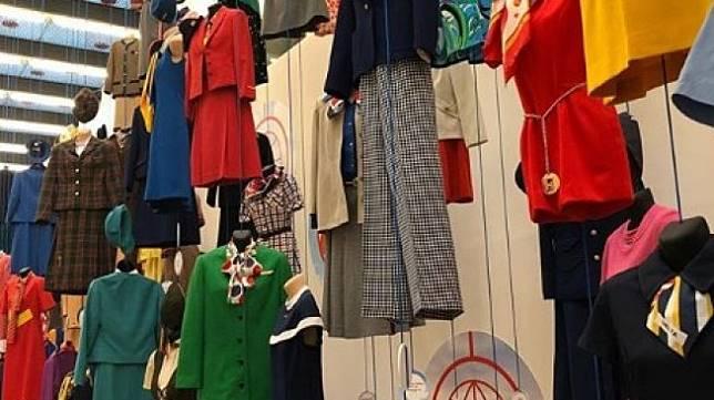 Pria koleksi ribuan seragam pramugari. (Instagram/@tamaradepeuter)