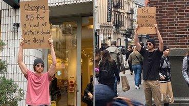 國外男孩街頭舉牌抗議生活小事竄紅,「拜託包裝裡多放點洋芋片」引百萬網友爆笑追蹤!