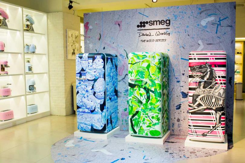 由新銳華裔設計師Daniel Wong手繪的三款藝術冰箱狂舞(Porcelain Paradise)、狂放(Portrait) 、狂馳(Midnight Racing )(圖左至右),全球限量獨家3台。(圖/smeg提供)