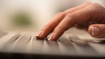 2020藍芽鍵盤推薦:羅技logitech、B.FRIEND、RAZER