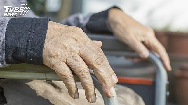 杭州1名96歲老翁戀上了55歲的女看護。(TVBS資料示意圖)