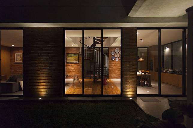 Ingin Punya Rumah Bergaya Industrial Minimalis Lihat Karya Woso